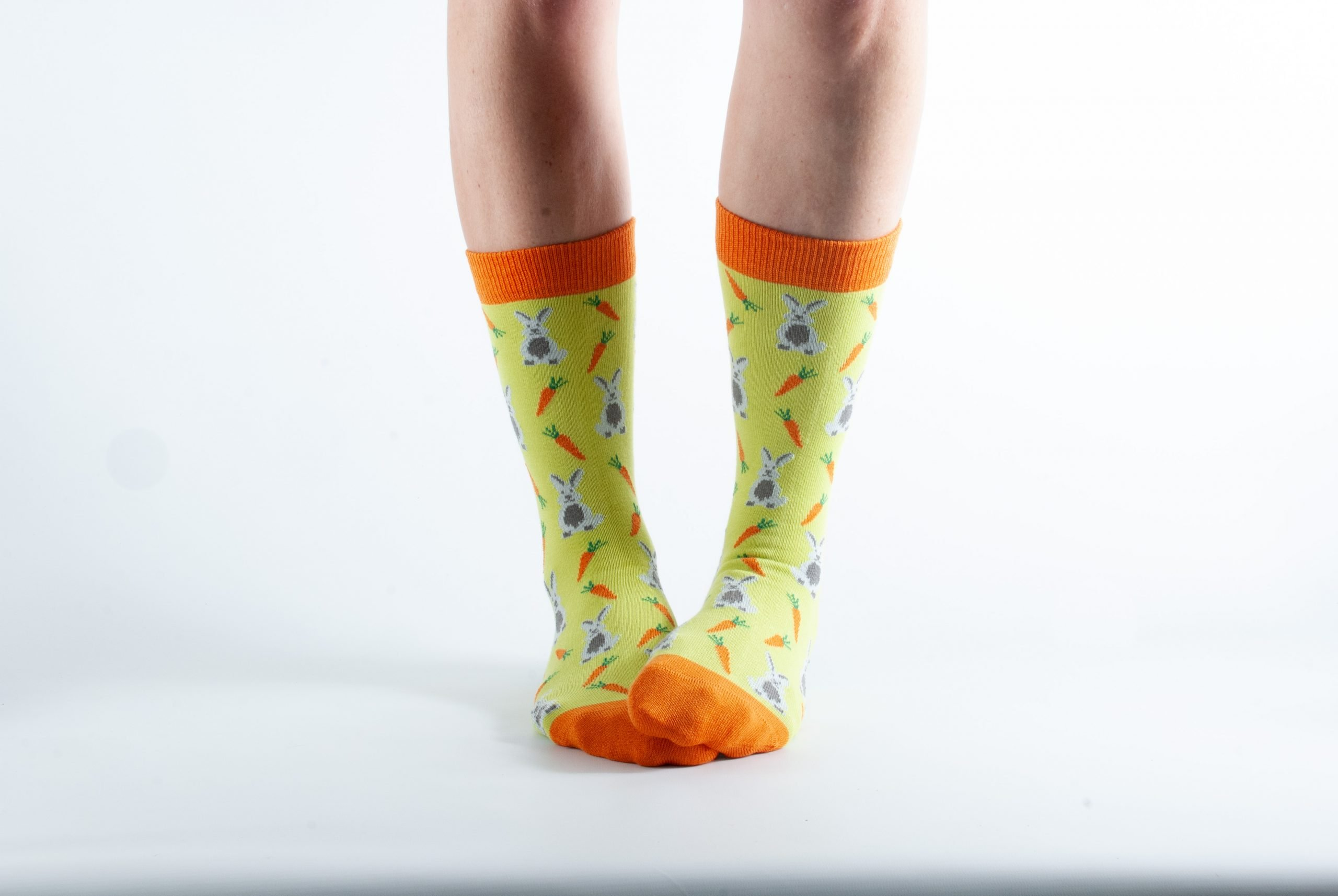 Womens Carrot and Rabbit bamboo socks - yellow and orange