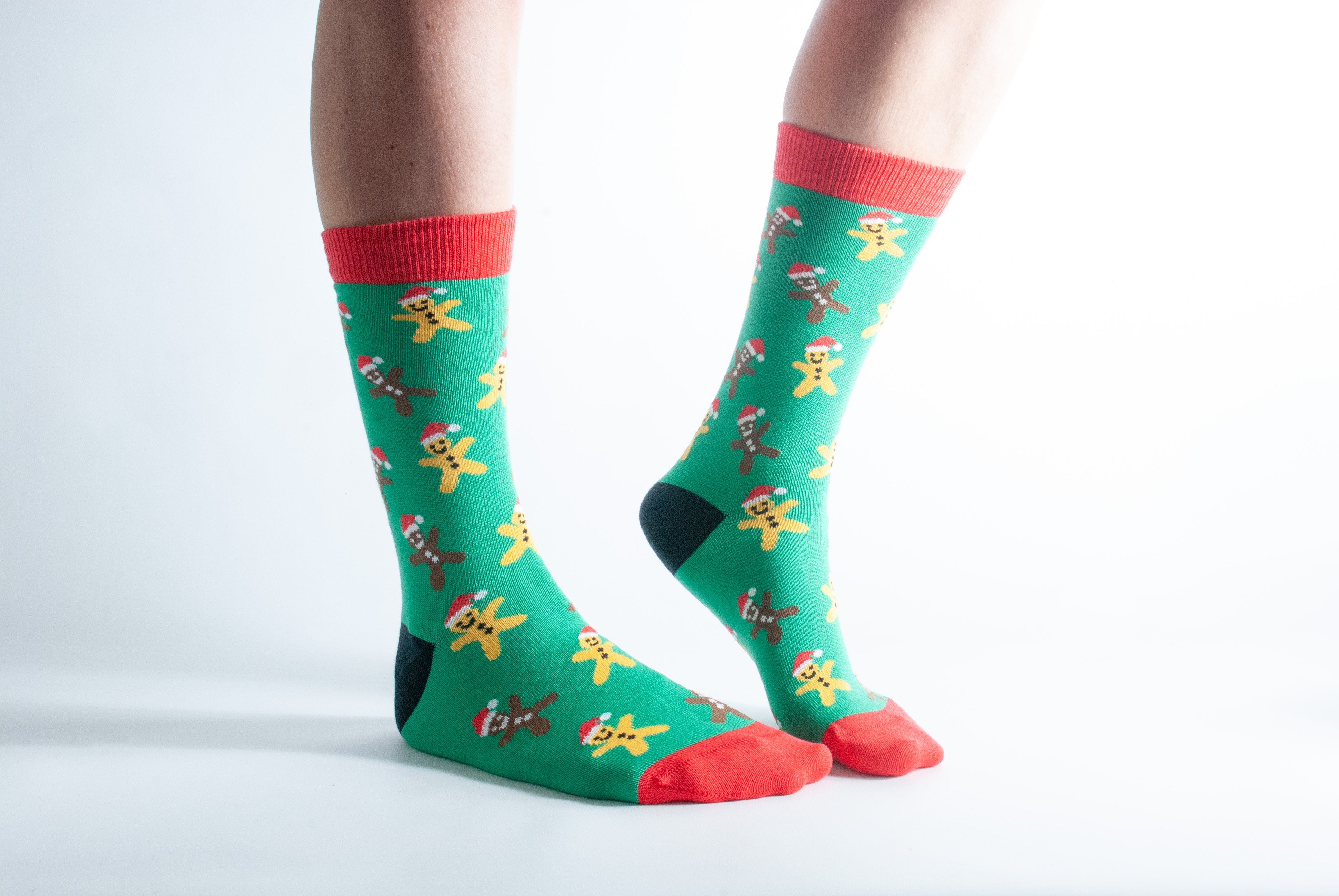 Women's Gingerbread bamboo socks - red and green